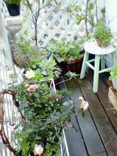 雨の日のベランダ